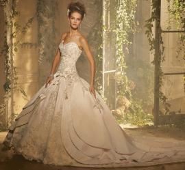 Amalia Carrara Wedding Dress Style A3