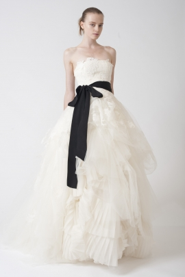 Vera Wang: Fall 2010 Look 16 wedding dress