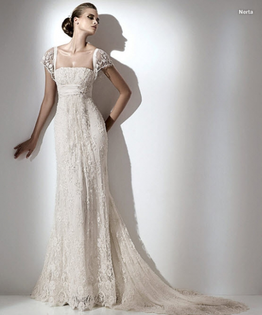 A lace wedding dress actually gives a look of exquisiteness and gracefulness