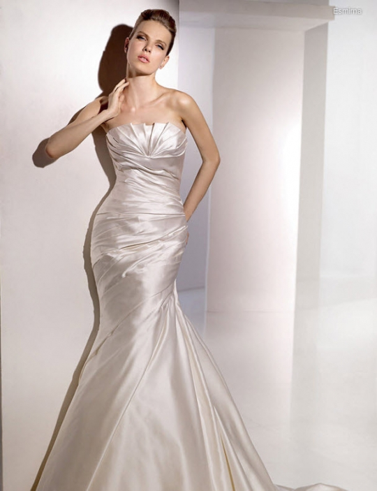 San Patrick 39s wedding dress style Esmima is a beige strapless neckline