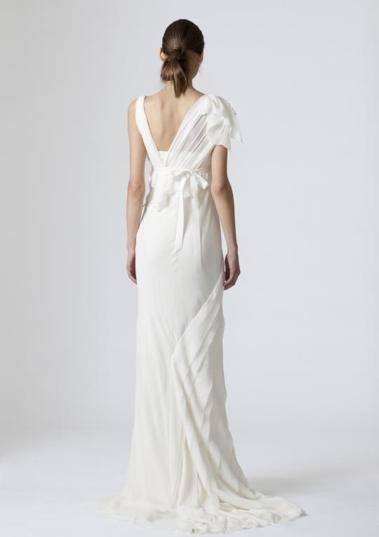 Beach wedding dresses vera wang amy winehouse for Vera wang beach wedding dress