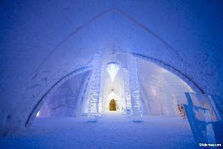 An icy, romantic honeymoon adventure: the Hotel de Glace in Quebec, Canada