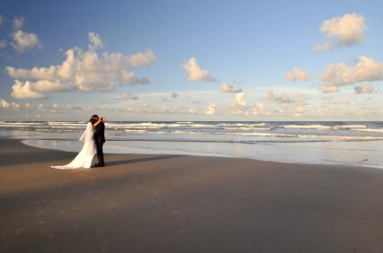 wedding top tips beach wedding bride groom