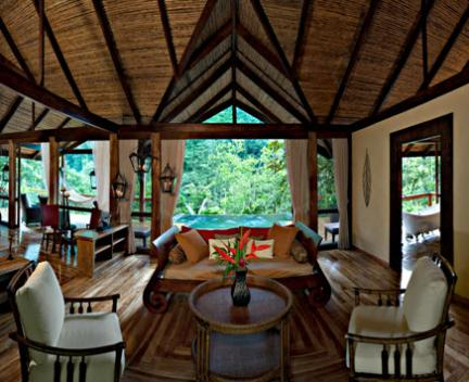 Gorgeous honeymoon bungalo situated in the Costa Rican rainforest!
