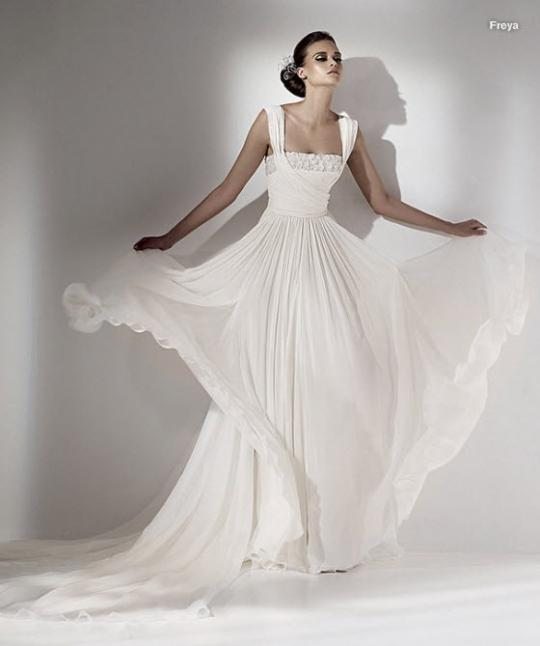 elie saab wedding dresses 2010. Photo: Elie Saab wedding dress