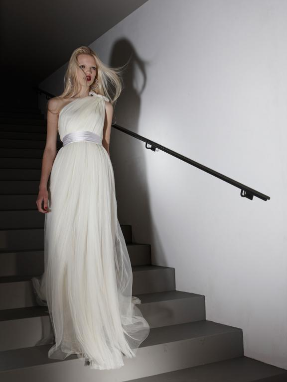 an illusion of height on short women Elegant Empire Wedding Dresses