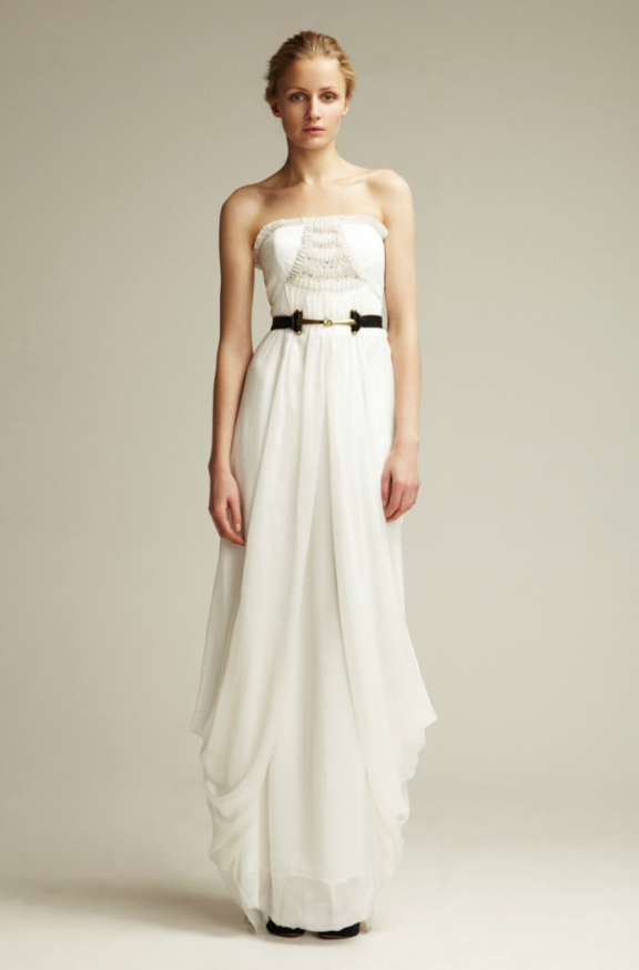 Many perfect informal wedding dresses that are perfect for outdoor weddings