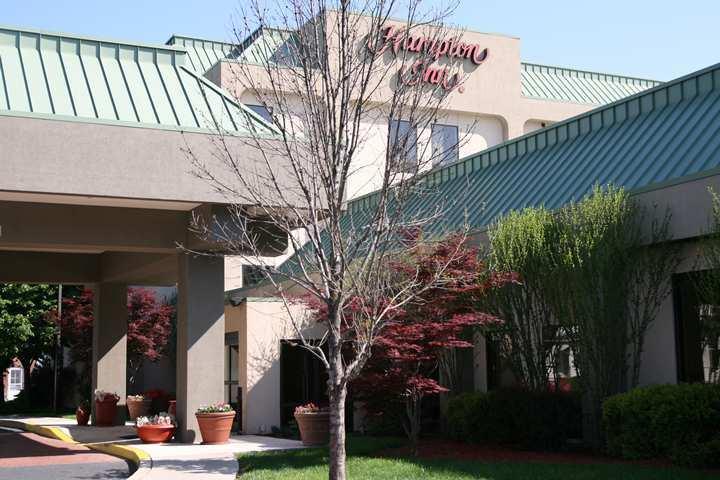 Wedding Venues in Stroudsburg, PA: Hampton Inn Stroudsburg/Poconos
