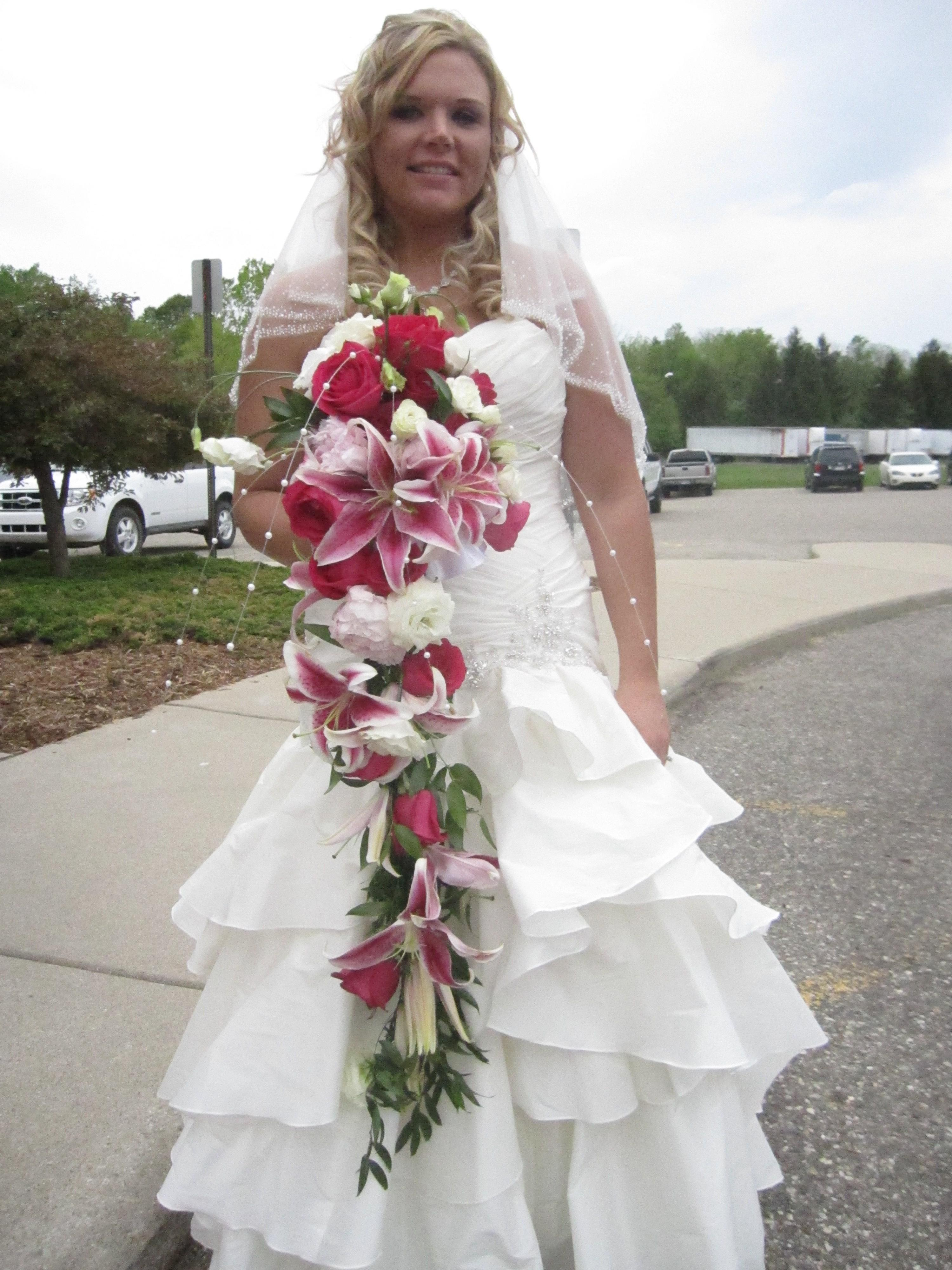Florists & Flowers in Holt, MI: Divine Creations and Design