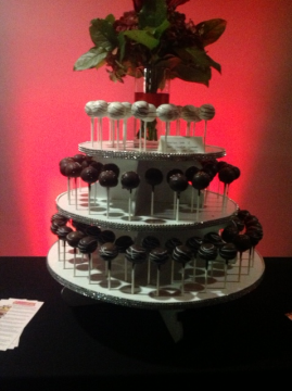 Cakes, Toppers, & Stands in Pasadena, CA: Simply Cupcakes of Pasadena