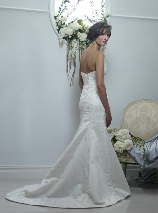wedding dress style Veronica is an ivory sweetheart neckline mermaid