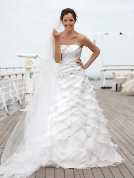 Casual Beach Wedding Dresses Look for halter strapless empire waist and