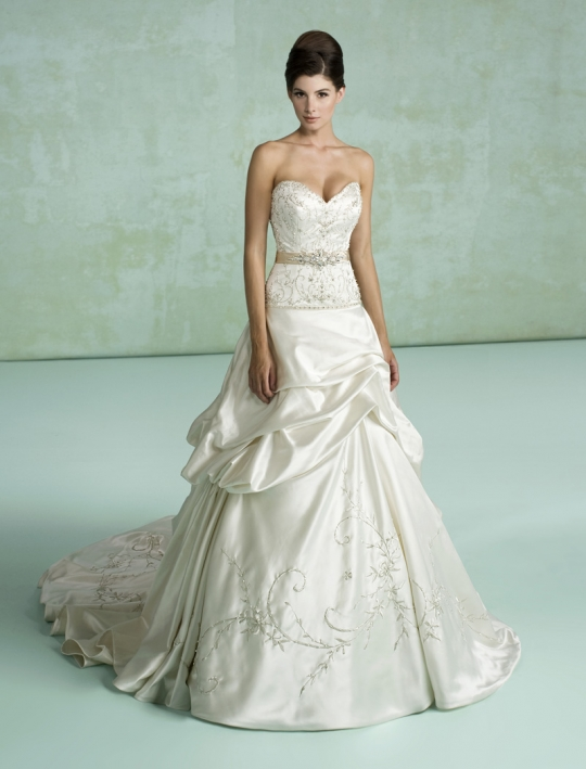 Kittychen Couture 39s wedding dress style Ava is an ivory sweetheart neckline
