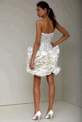 dresses While Monique Lhuillier has Monique Lhuillier Wedding