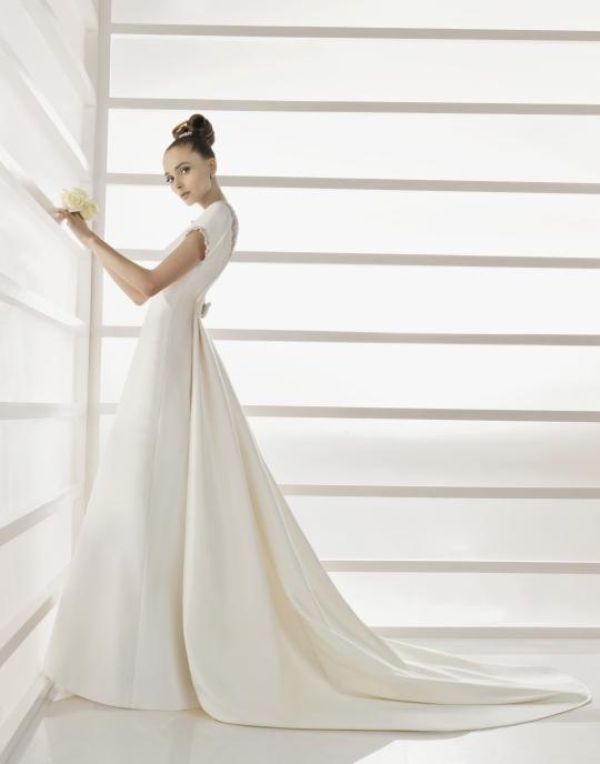 Rosa Clara 39s wedding dress style 217 Eire is an ivory bateau neckline