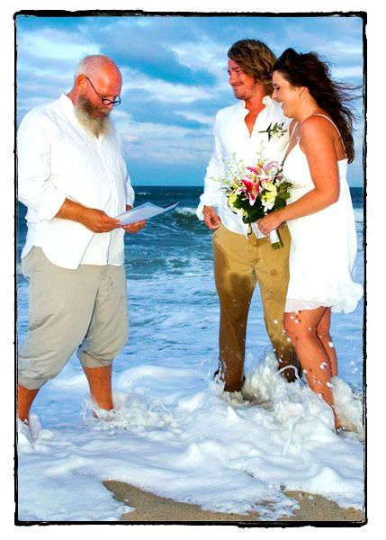 Beach-wedding_officiant2.full