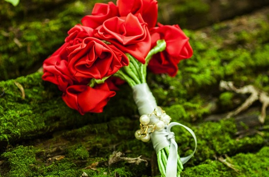 eco friendly wedding finds recycled on Etsy red rose bouquet