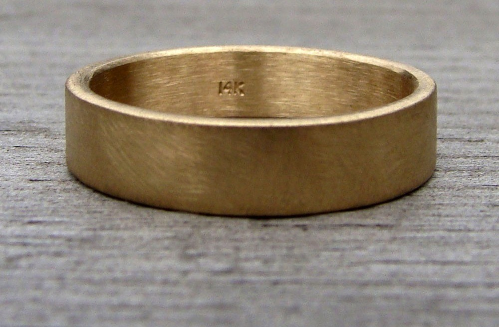 Eco-friendly-weddings-groom-wedding-band-recycled-gold.full