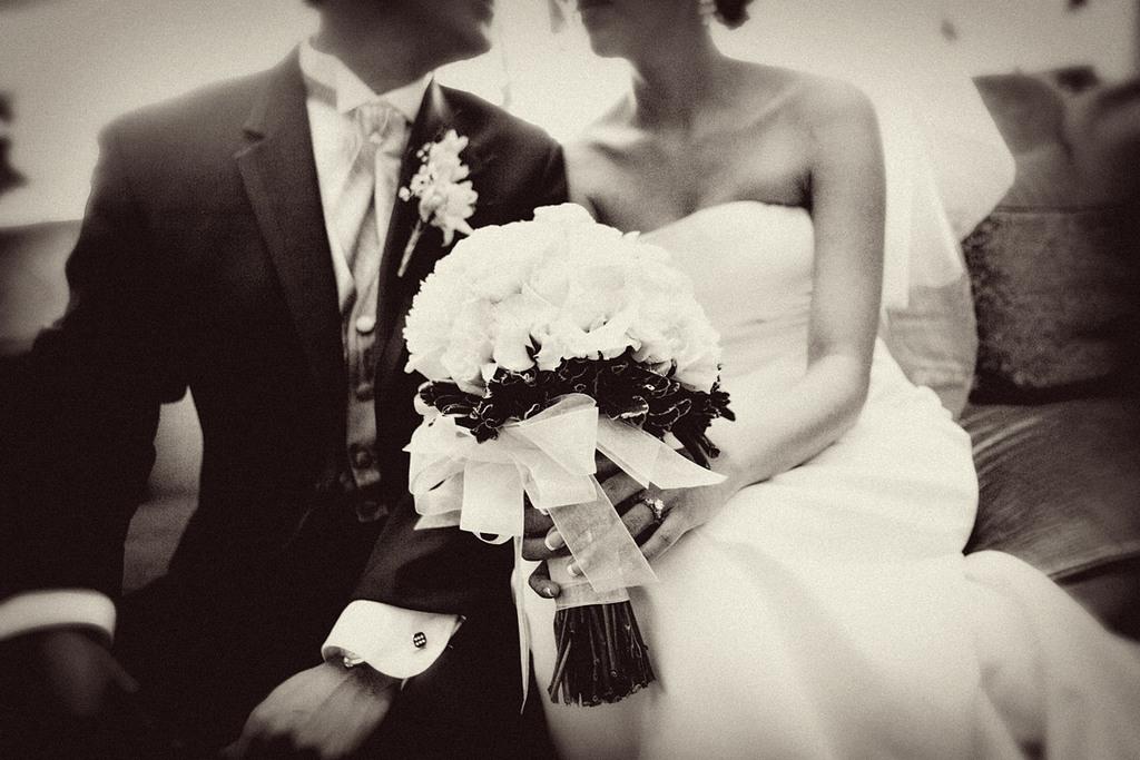 New-wedding-site-for-brides-vendors-black-and-white.full