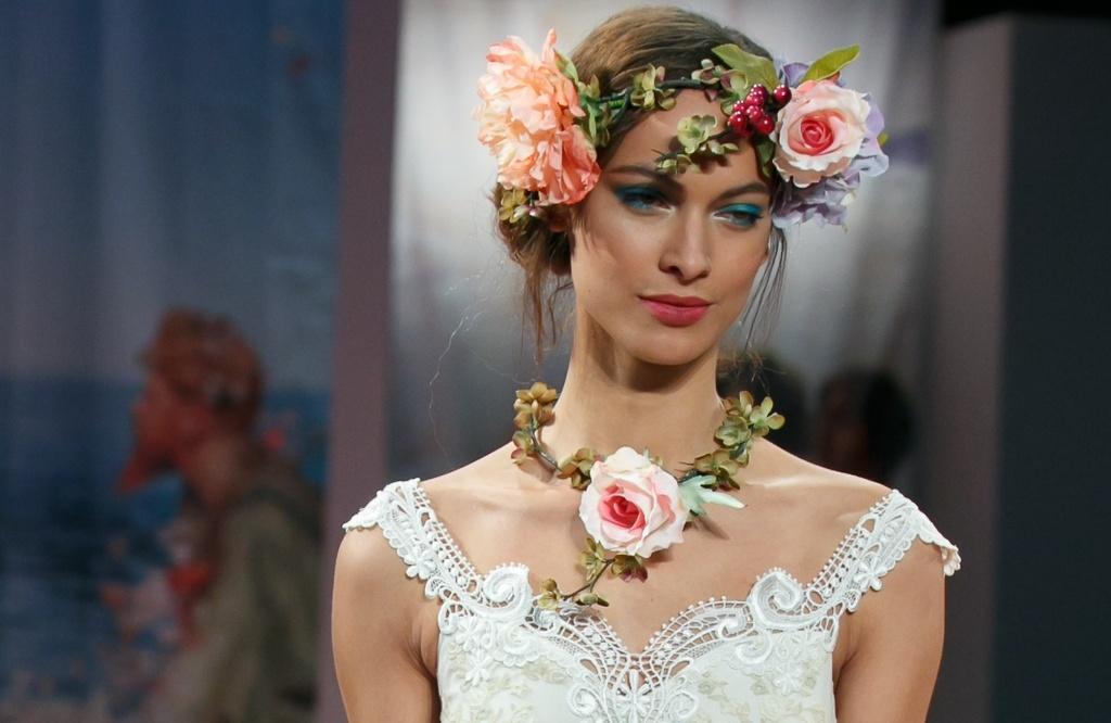Romantic-brides-runway-inspiration-claire-pettibone-something-blue-lids.full