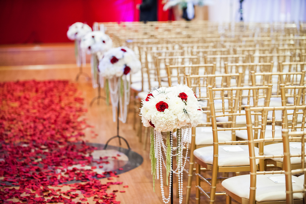 Epic-wedding-in-los-angeles-california-weddings-retro-glam-ceremony-flowers-red-white.full