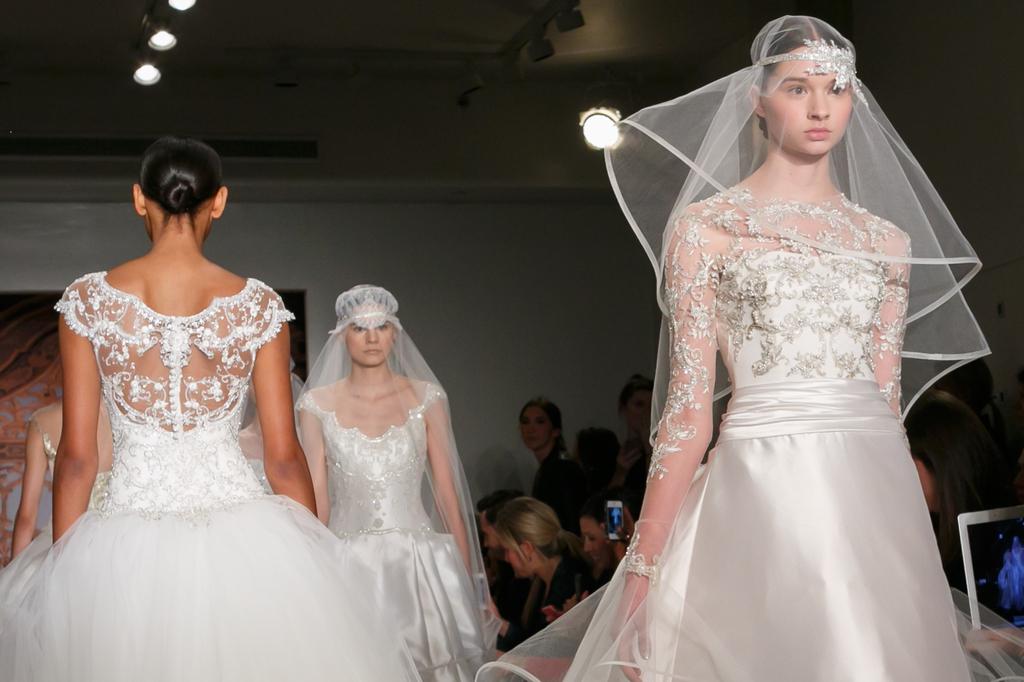 Reem-acra-wedding-dress-fall-2013-bridal-statement-veil-9.full