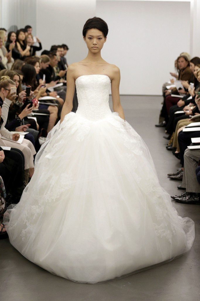 Vera-wang-wedding-dress-fall-2013-bridal-12.full