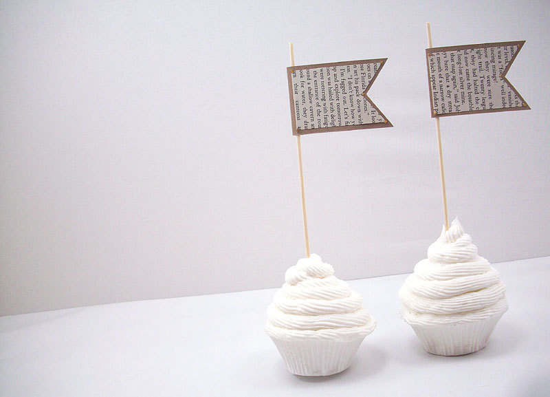 unique wedding ideas Groomie we blew up the reception decorations cupcake picks