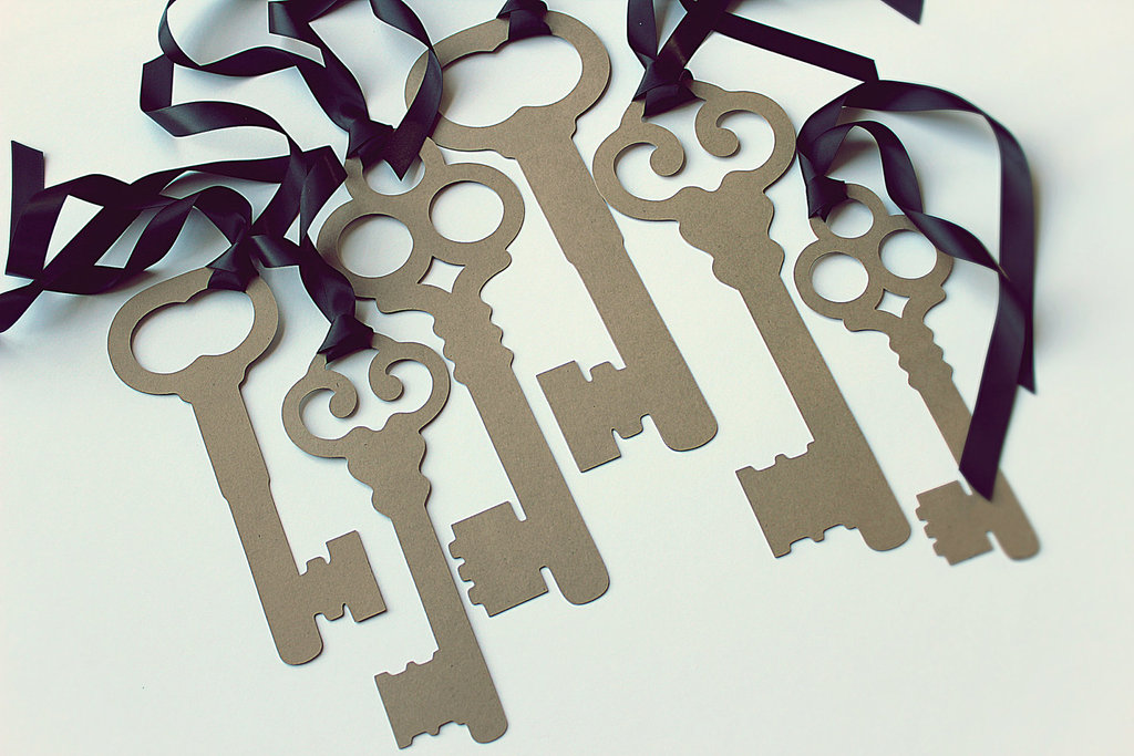 Unique-wedding-ideas-groomie-we-blew-up-the-reception-decorations-keys.full