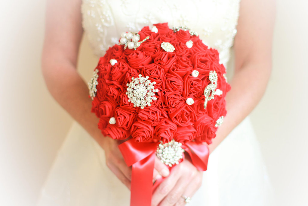 Handmade-weddings-how-to-style-a-romantic-winter-wedding-eco-bouquet-red-ivory.full