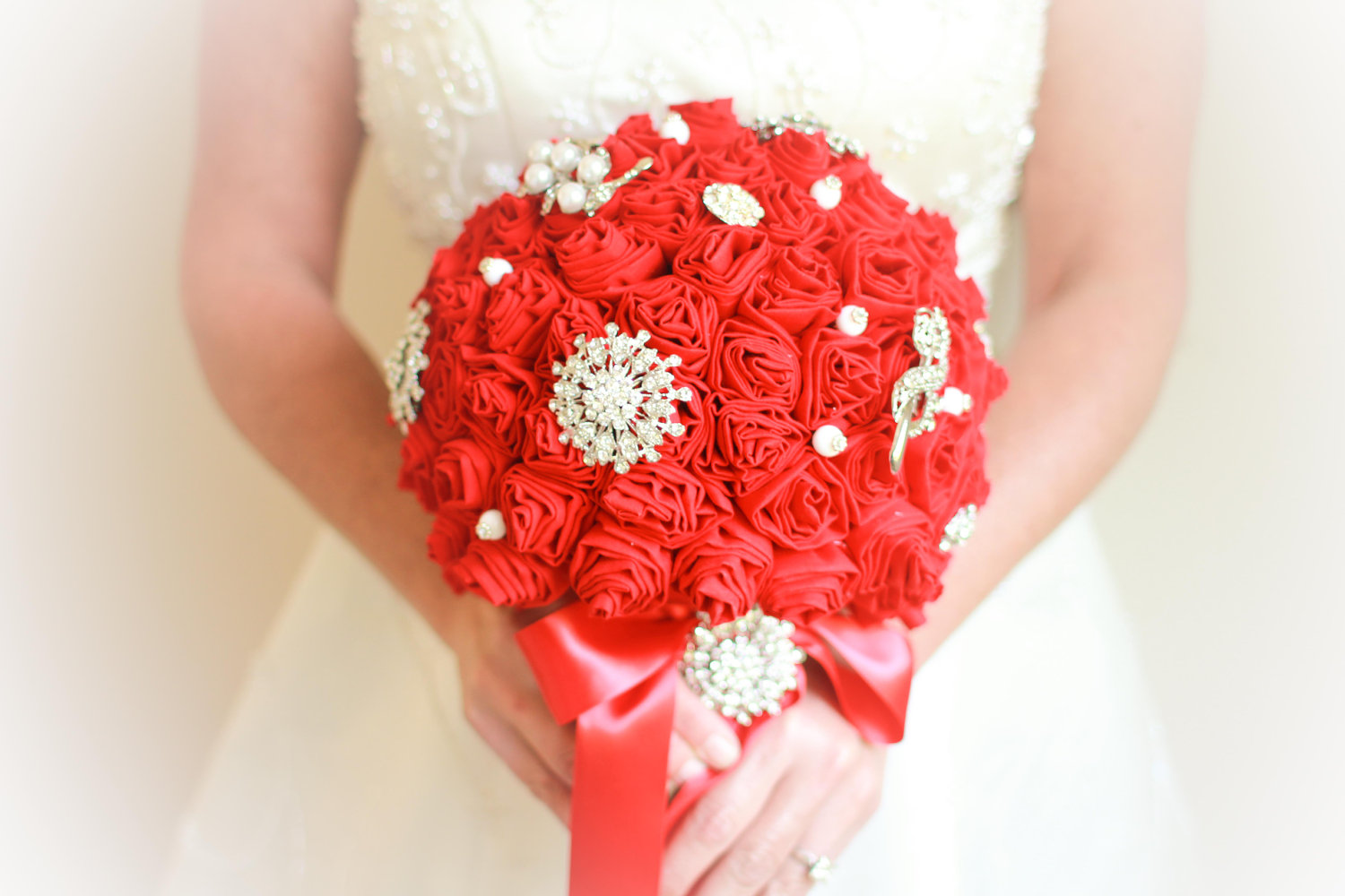 Handmade-weddings-how-to-style-a-romantic-winter-wedding-eco-bouquet-red-ivory.original