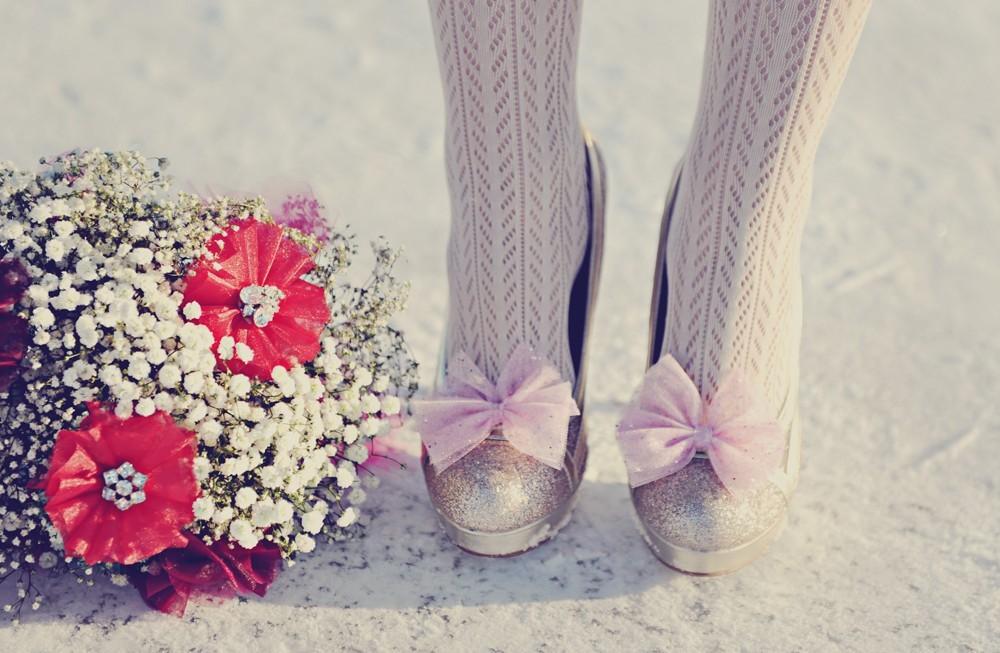 Handmade-weddings-how-to-style-a-romantic-winter-wedding-babys-breath-bouquet.full