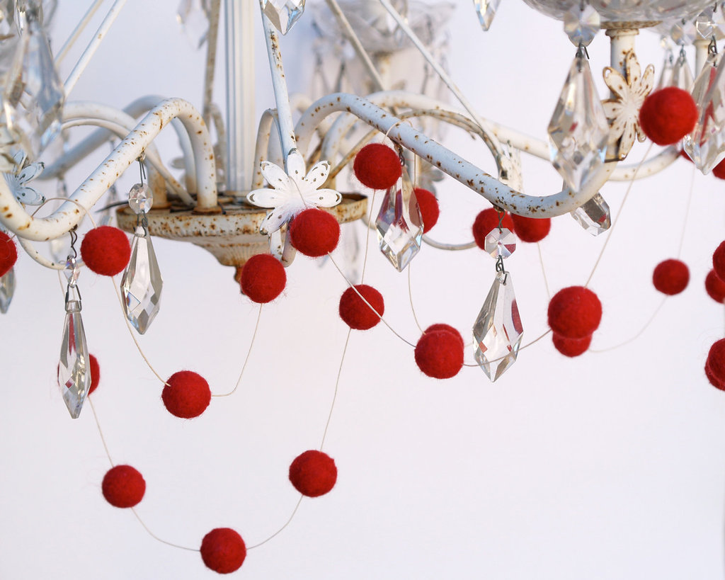 Winter-wedding-ideas-decor-red-ball-garland.full