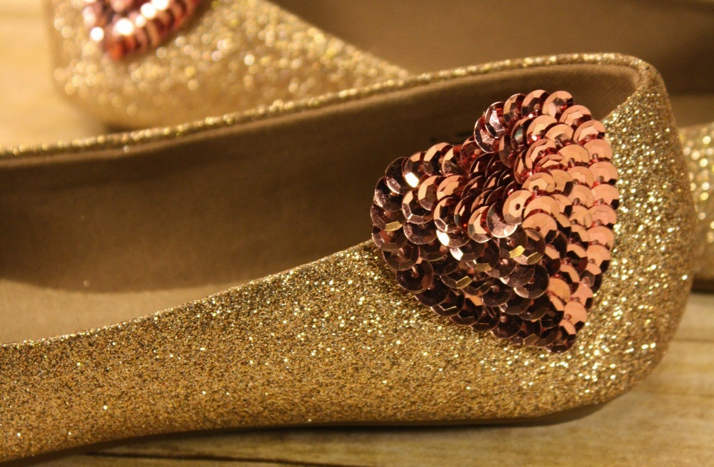 Wedding-accessories-bridal-style-inspiration-sequin-shoe-clips.full
