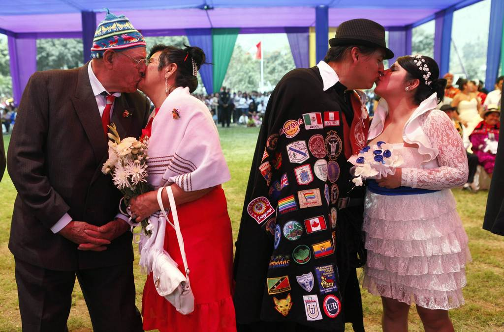 Best-of-brides-and-grooms-in-costume-mass-moonie-wedding.full