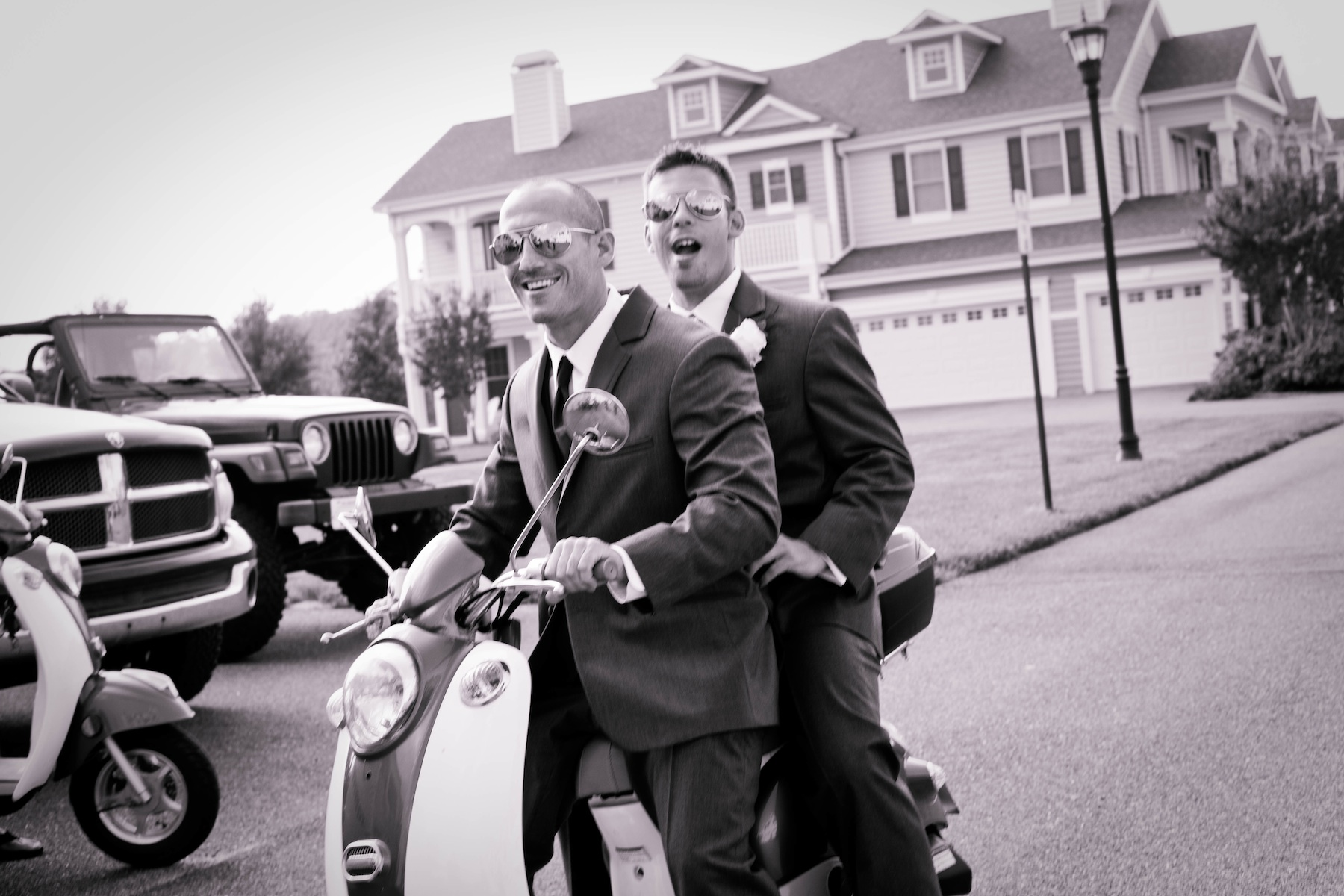 Beach-wedding-in-delaware-cool-groom-groomsmen-transportation.original