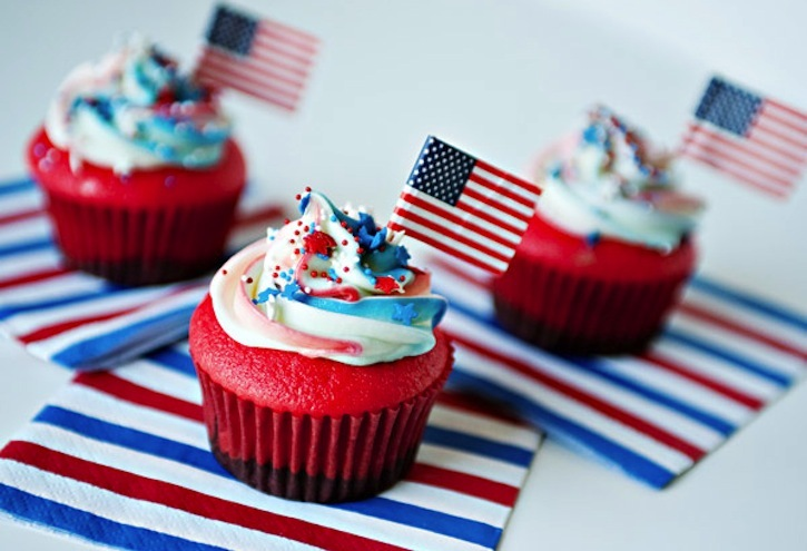 Election-day-inspiration-for-patriotic-nearlyweds-wedding-cupcakes.full