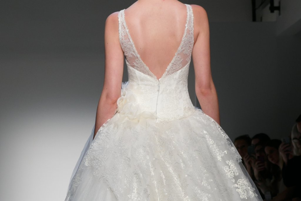 Fall 2013 Wedding Dresses with Statement Backs 4