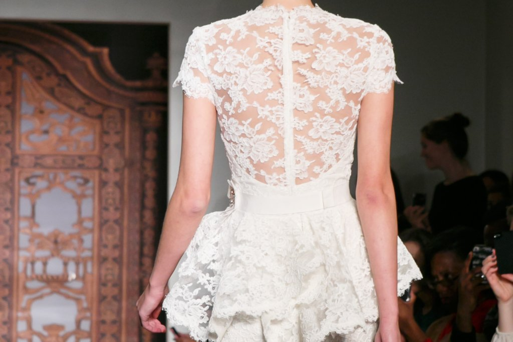 Fall 2013 Wedding Dresses with Statement Backs Reem Acra 4