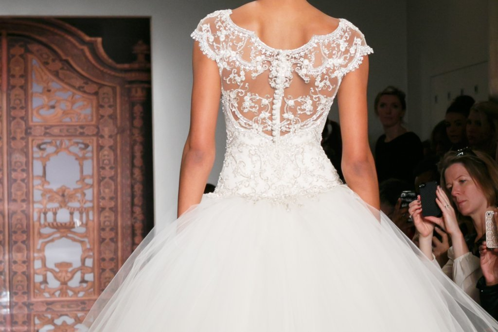 Fall 2013 Wedding Dresses with Statement Backs Reem Acra 10