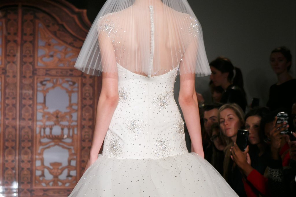 Fall-2013-wedding-dresses-with-statement-backs-reem-acra-6.full