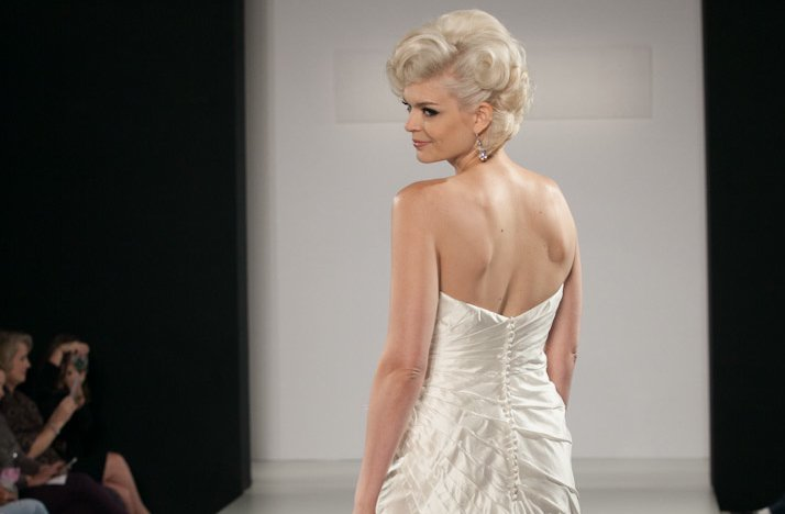 Wedding-hairstyle-trends-pulled-back-chignon-retro-glam.full