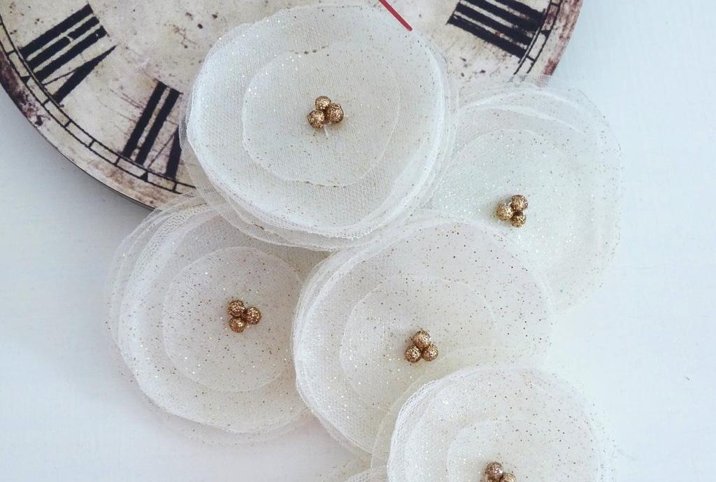 Glittery-gold-wedding-finds-for-glam-handmade-weddings-organza-flowers.full