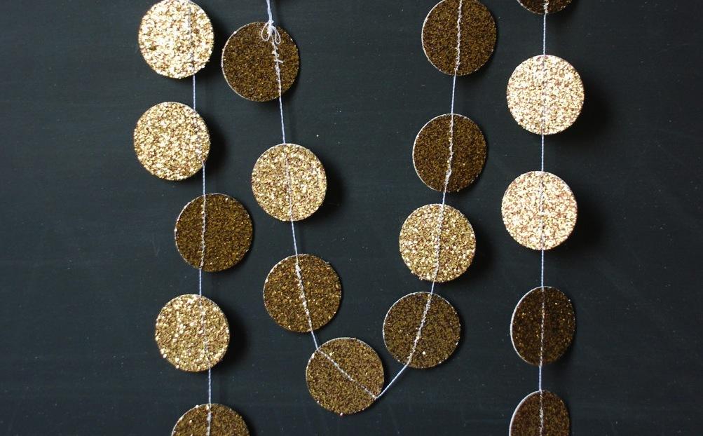 Glittery-gold-wedding-finds-for-glam-handmade-weddings-garland.full