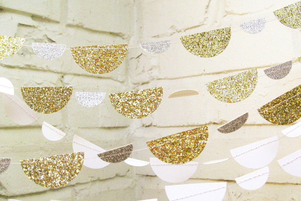 Glittery-gold-wedding-finds-for-glam-handmade-weddings-whimsical-garland.full