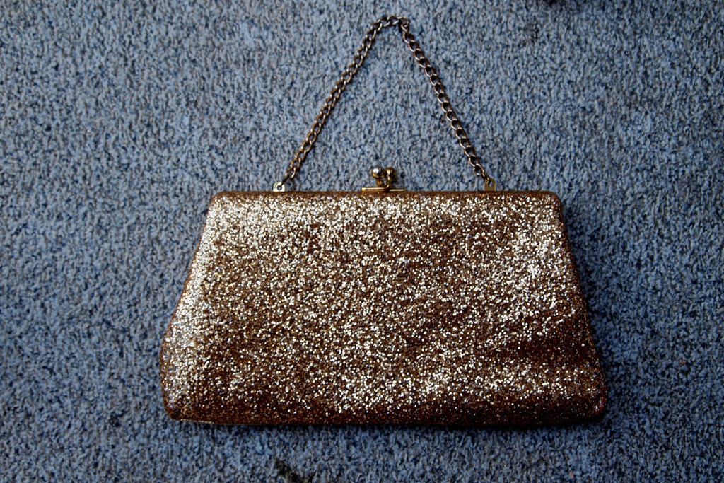 Glittery-gold-wedding-finds-for-glam-handmade-weddings-vintage-clutch.full