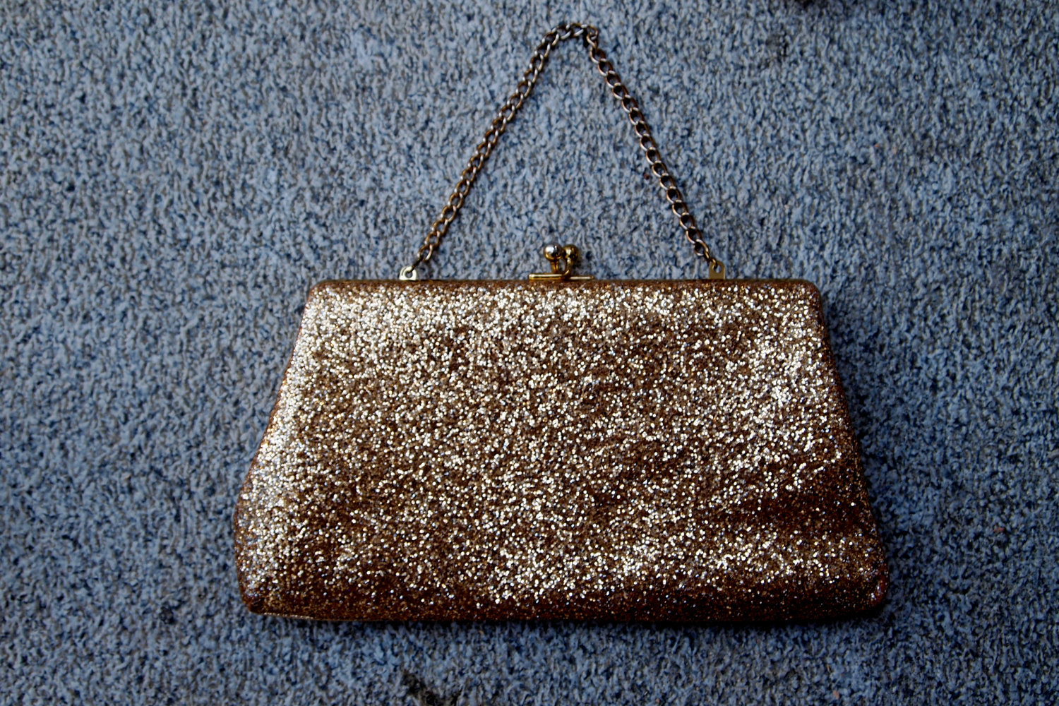 Glittery-gold-wedding-finds-for-glam-handmade-weddings-vintage-clutch.original