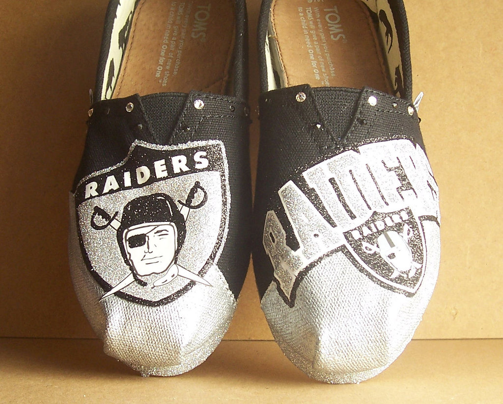 Funky-wedding-shoes-for-sports-loving-grooms-toms.full
