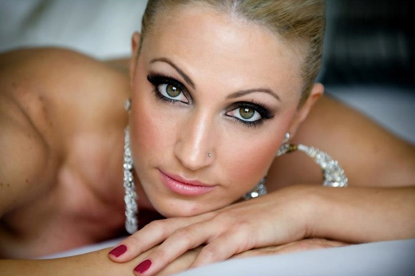 Bridal-beauty-inspiration-dramatic-eyes-for-the-wedding-11.full