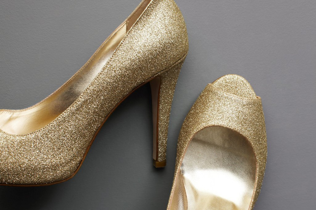 Wedding-accessories-inspiration-shimmery-bridal-heels-2.full